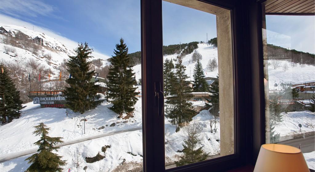 Hotel Tuc Blanc Baqueira 1500. Finestra amb vistes