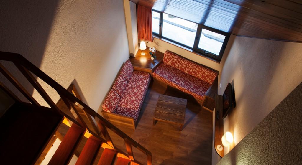 Hotel TucBlanc Baqueira 1500. Salon Habitacion duplex