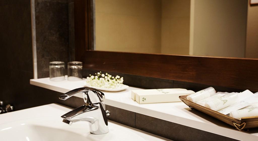 Hotel TucBlanc Baqueira 1500. Lavabo habitació detall amenitis