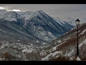 Valle de Arán. Panoramica del Valle en invierno.