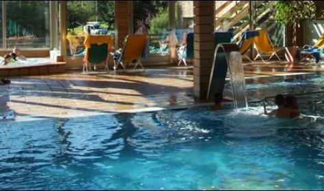 Piscina Cubierta con solarium. Hotel TucBlanc Baqueira
