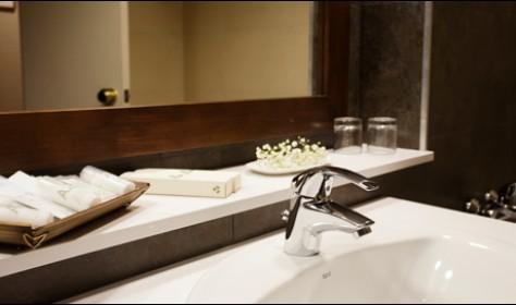 Baño completo habitacion duplex