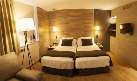 Habitación Doble Superior. Hotel TucBlanc Baqueira